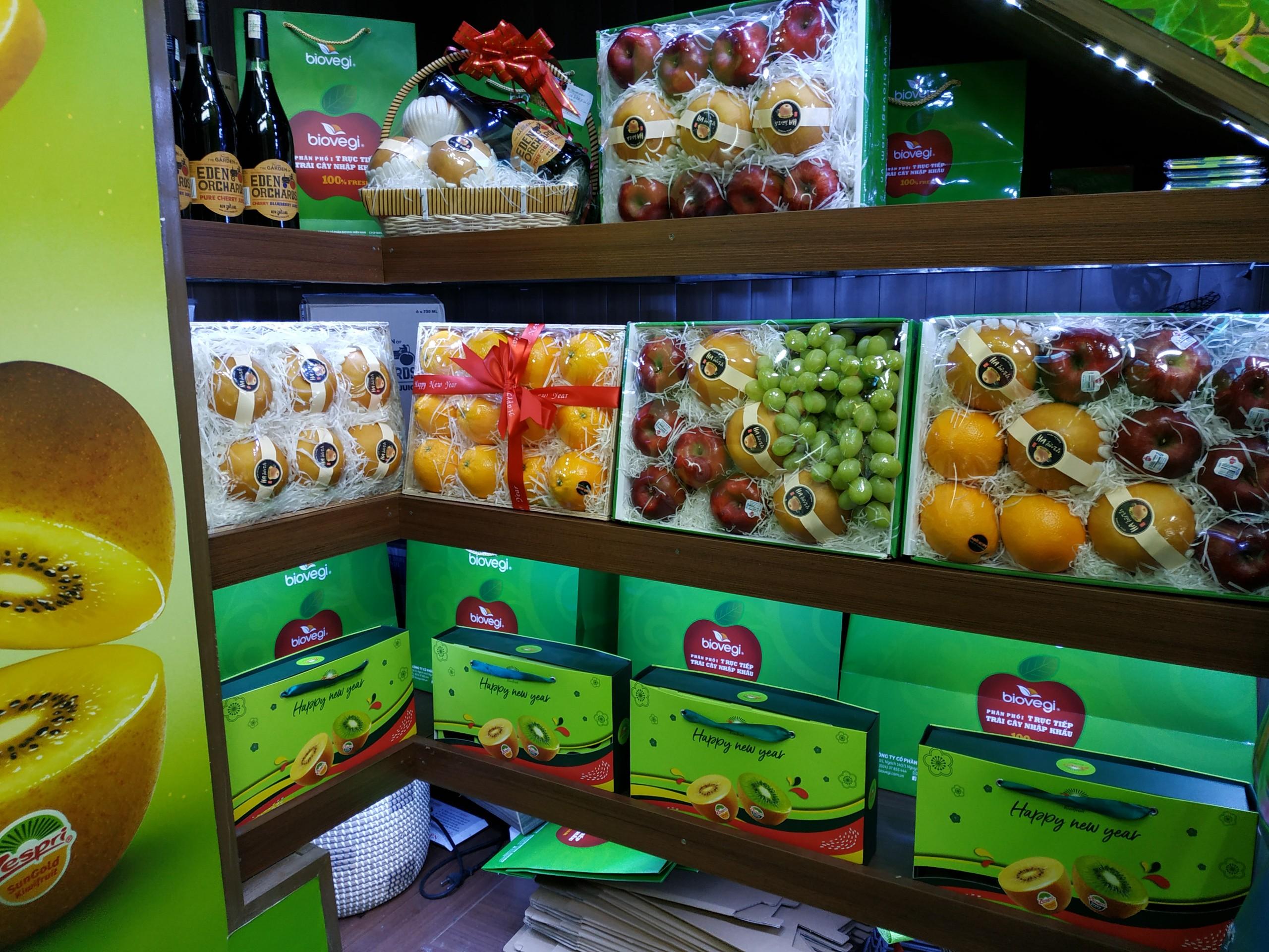 Giỏ Tết trưng bày tại SR 214 Nguyễn Xiển